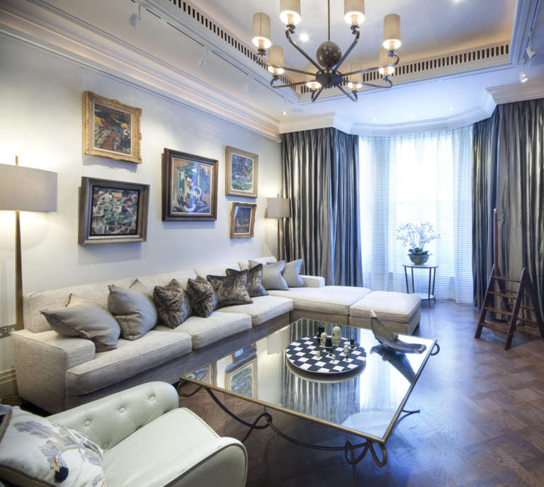 KNIGHTSBRIDGE APARTMENT